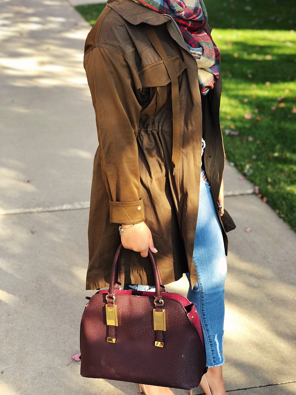 Oversized Jacket with adjustable strings on waistband.
