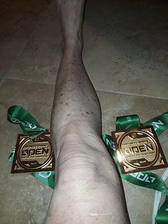 kristen knee.jpg