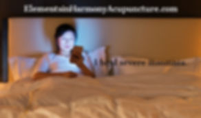 insomnia young-woman-using-a-smart-phone