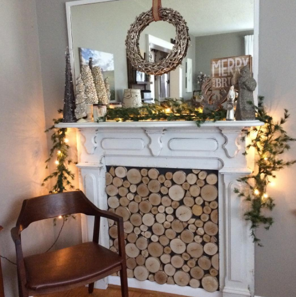 My new mantle decorated!