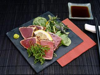 Thunfischsteak mit Sesam auf Spinat