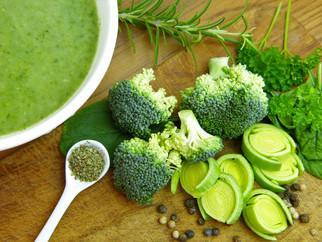 Achtung, Vitaminbombe! Brokkoli-Cremesuppe mit Petersilie