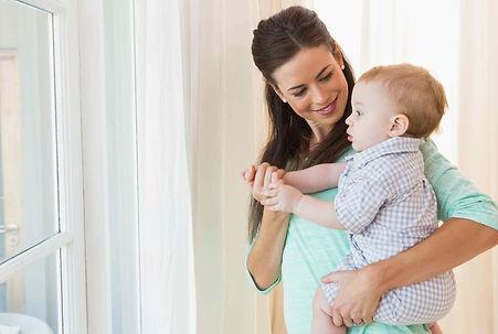 maman-avec-enfant-joyeux.jpg