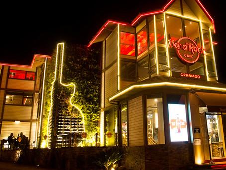 Restaurantes do Club com mesa ao ar livre