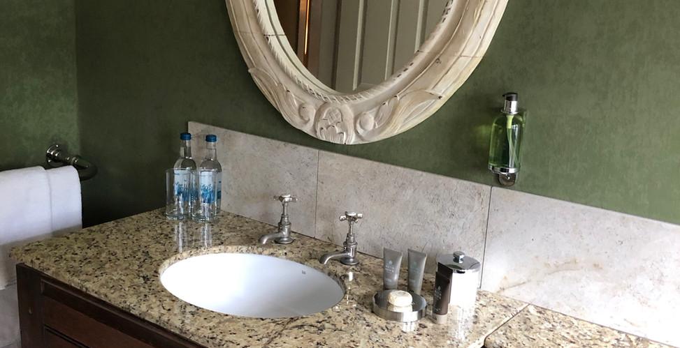 Room14 Bathroom