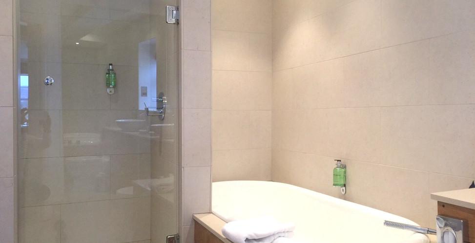 Room 15 Bathroom