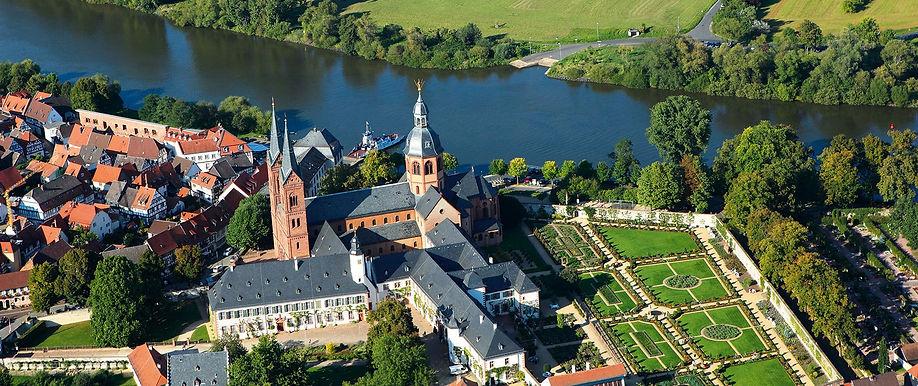Luftbild Basilka und Kloster.jpg