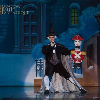 THE-NUTCRACKER-Ballet-La-Classique-2.jpg