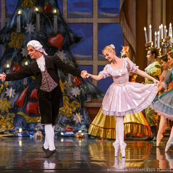THE-NUTCRACKER-Ballet-La-Classique-4.jpg