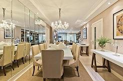 Sala de Jantar com parede revestida de Espelho Bisotado
