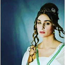 The wonderful Victoria #manhattanks #makeup #MUA #cynnhairmua #historic #hair #hairstyle #hellenisti