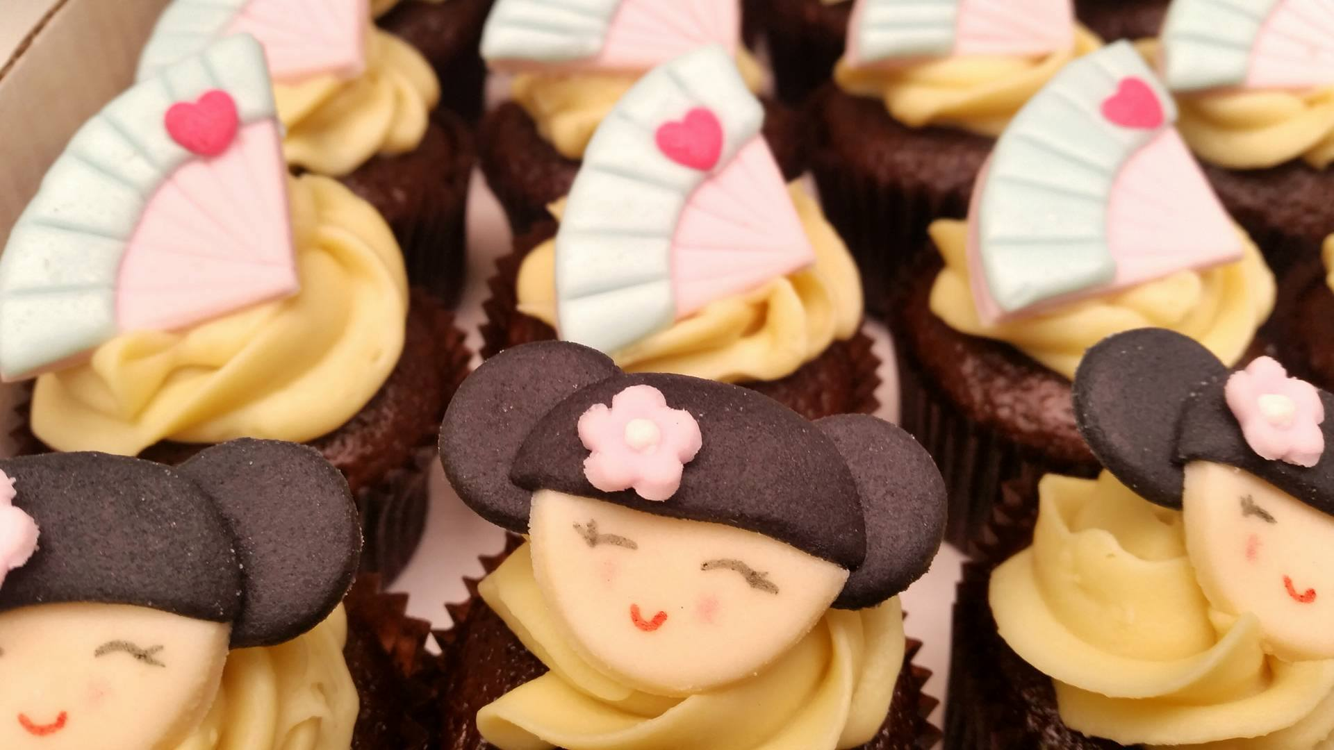 Mini Cupcake boneca Kokeshi