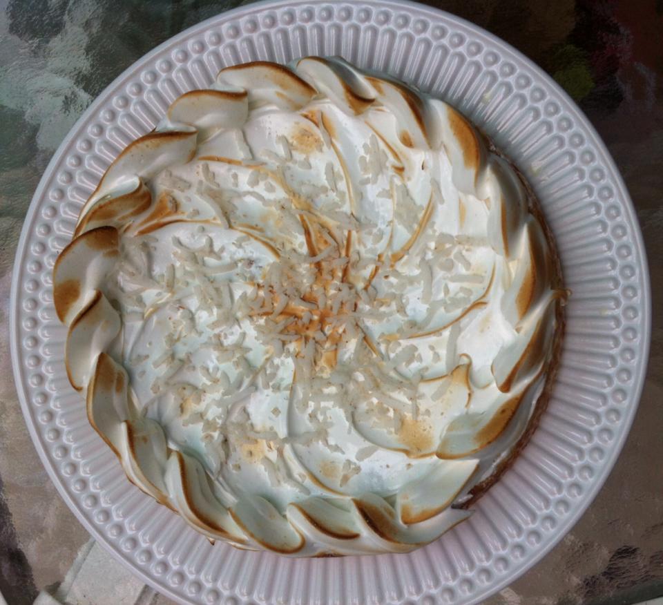 Torta de abacaxí com coco