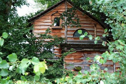 La Cabane de la Margo vue 1 La Ferme Histoires Melangees cabane bois insolite confort nature cabanes perchees Sexcles Correze France
