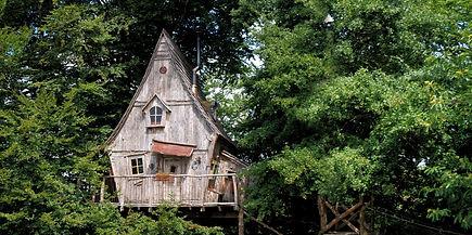 La Cabane du Soleil vue 2 La Ferme Histoires Melangees cabane bois insolite confort nature cabanes perchees Correze France