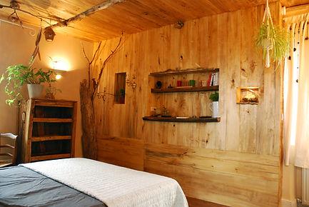 chambre hôte le Nid vue 1 La Ferme Histoires Melangees cabane bois insolite confort nature cabanes perchees Sexcles Correze France