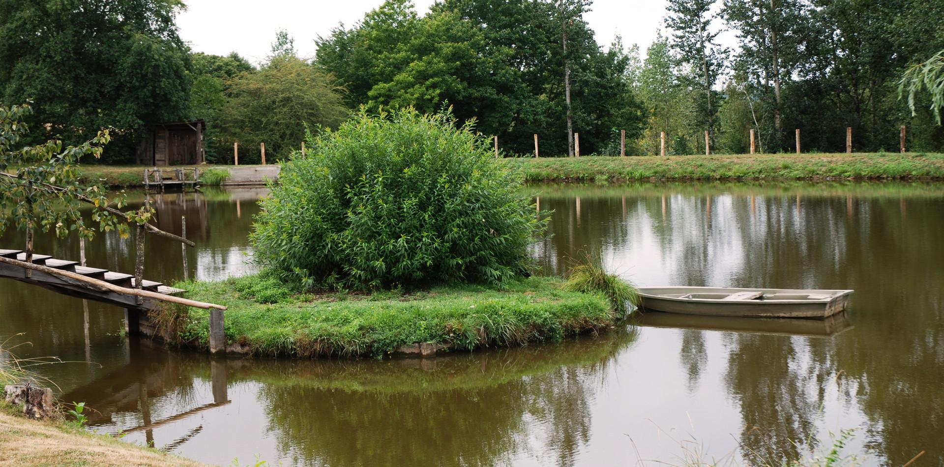 Cabane du pêcheur et son étang