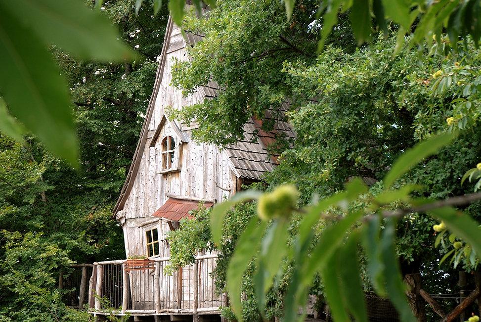 Cabane du Soleil La Ferme Histoires Melangees cabane bois insolite confort nature cabanes perchees Correze France