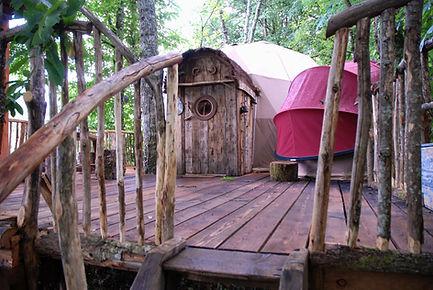 La Cabane de la Séléné vue 1 La Ferme Histoires Melangees cabane bois insolite confort nature cabanes perchees Sexcles Correze France