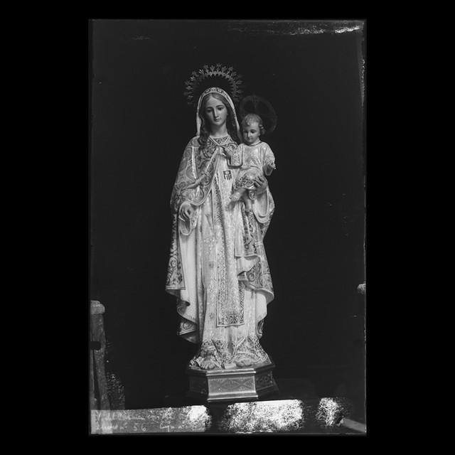 Virgen del Carmen con Niño en brazos