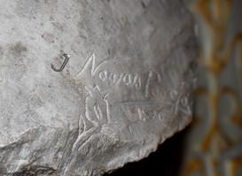 Firma de José Navas Parejo en la parte posterior de la obra
