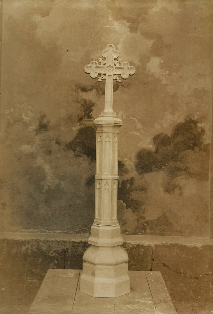 Cruz de piedra monumental