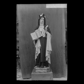 Santa Teresa de Jesús con libro y pluma