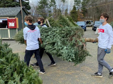 SLOBs Help Kick Off The Exchange Club's Christmas Tree Sale