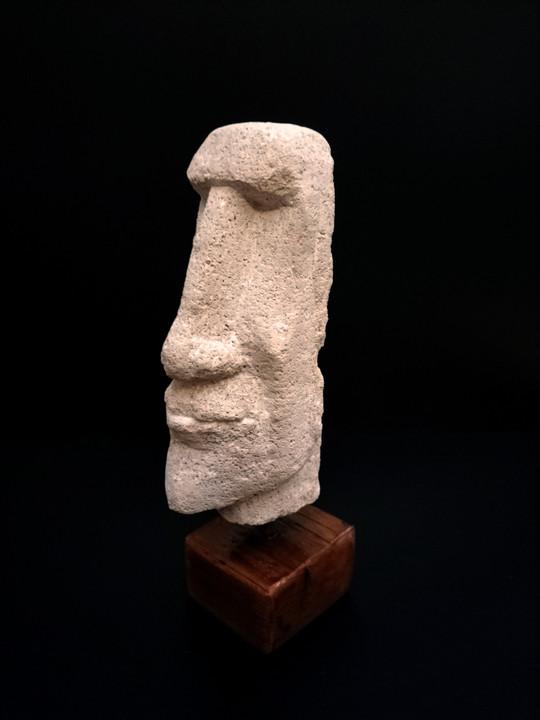Moai - 242 €
