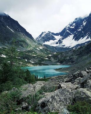 lac cirque rocheux.jpg