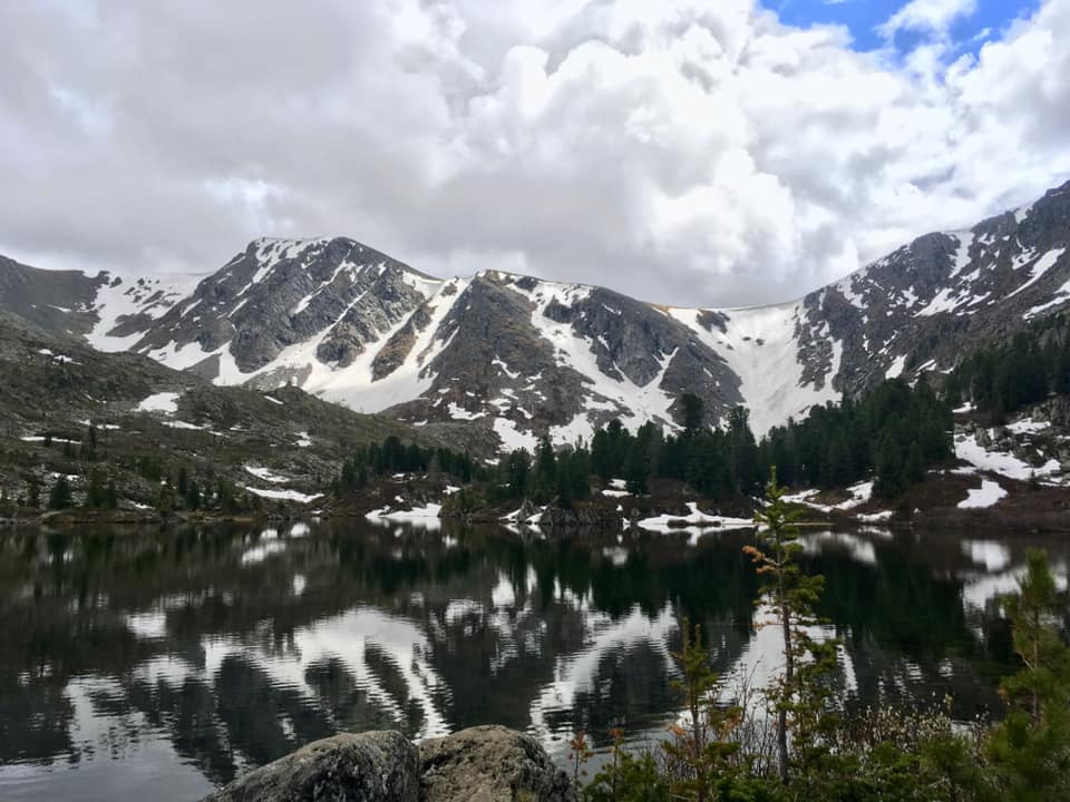 lac_et_montagnes_enneigées.jpg