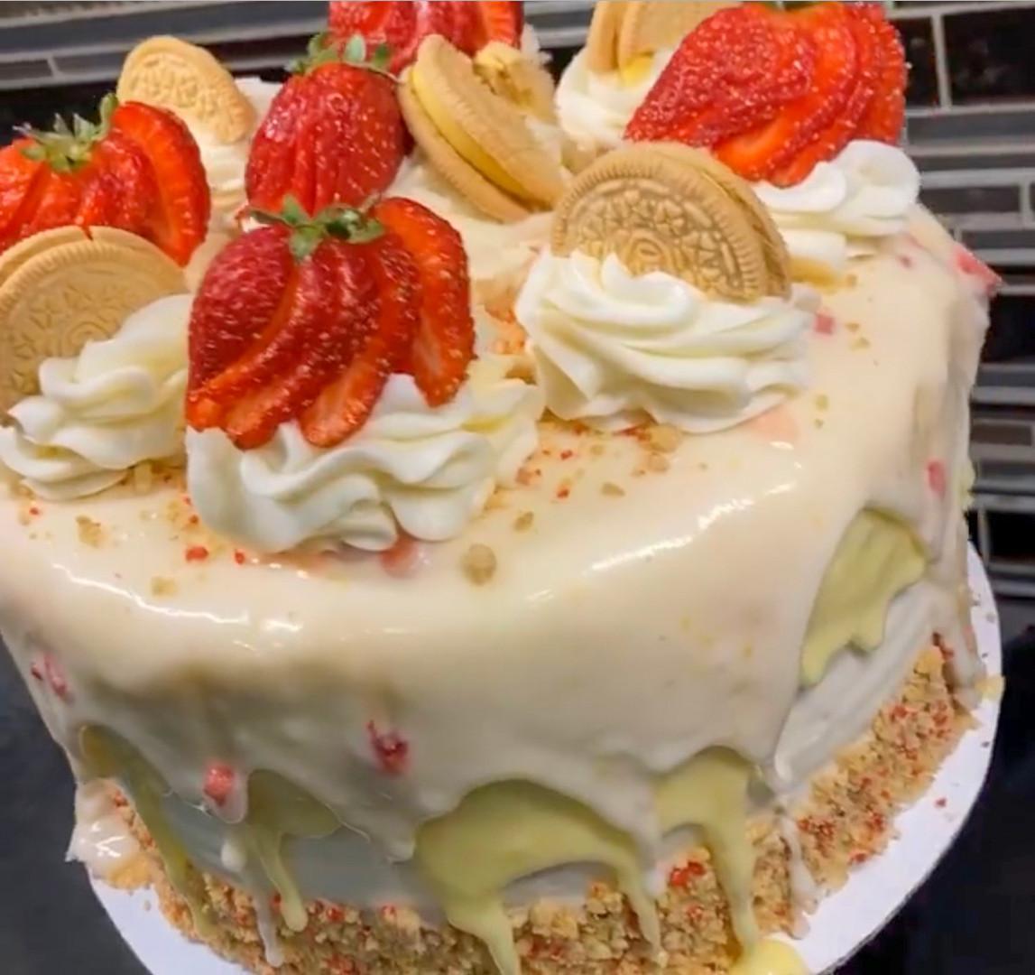 Strawberry Lemonade Drip Cake