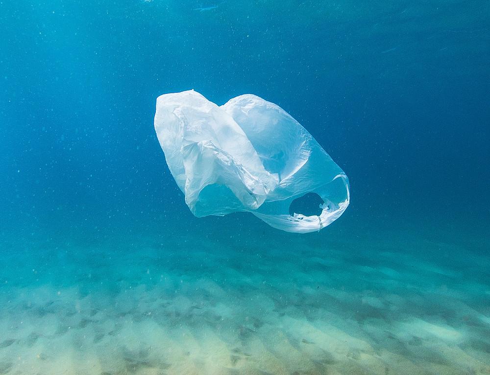 8 Datos sorprendentes sobre el plástico y 8 ideas para reducir tu consumo