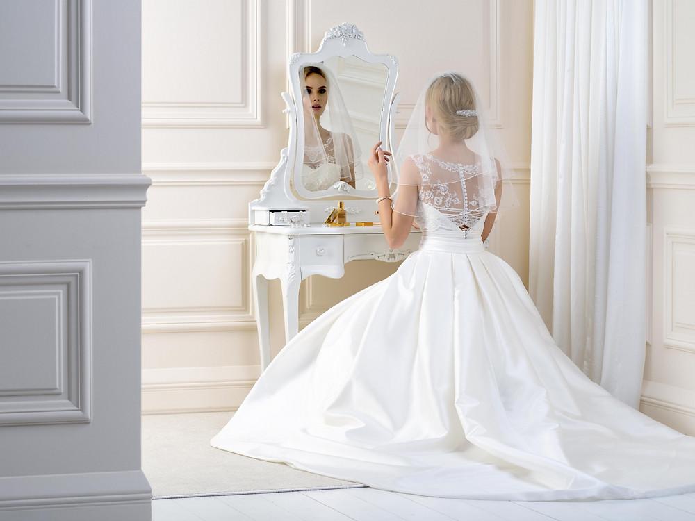 Shoulder length wedding veil