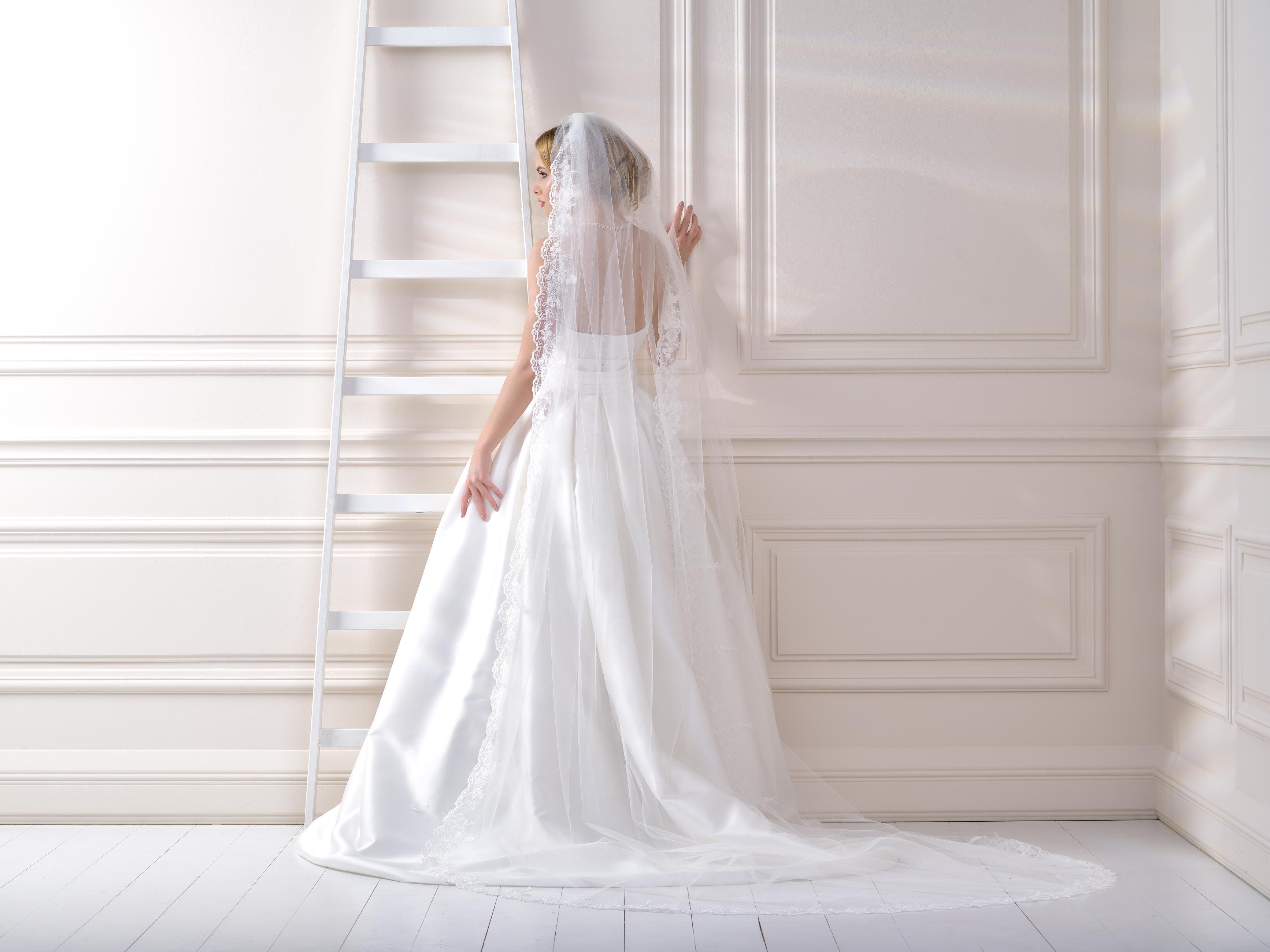 Lace Edge Wedding Veil LV129