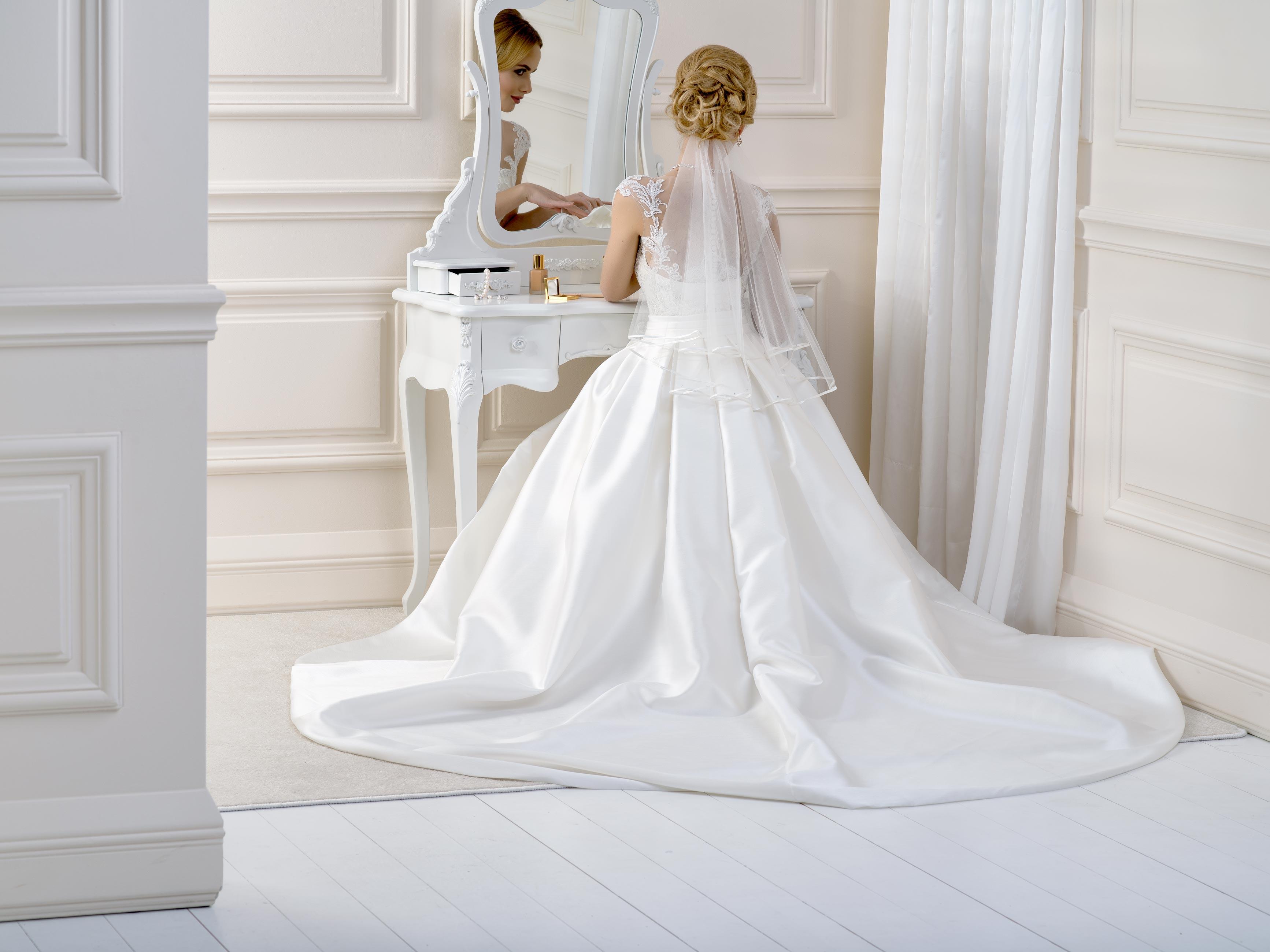 Satin Edge Wedding Veil SV2
