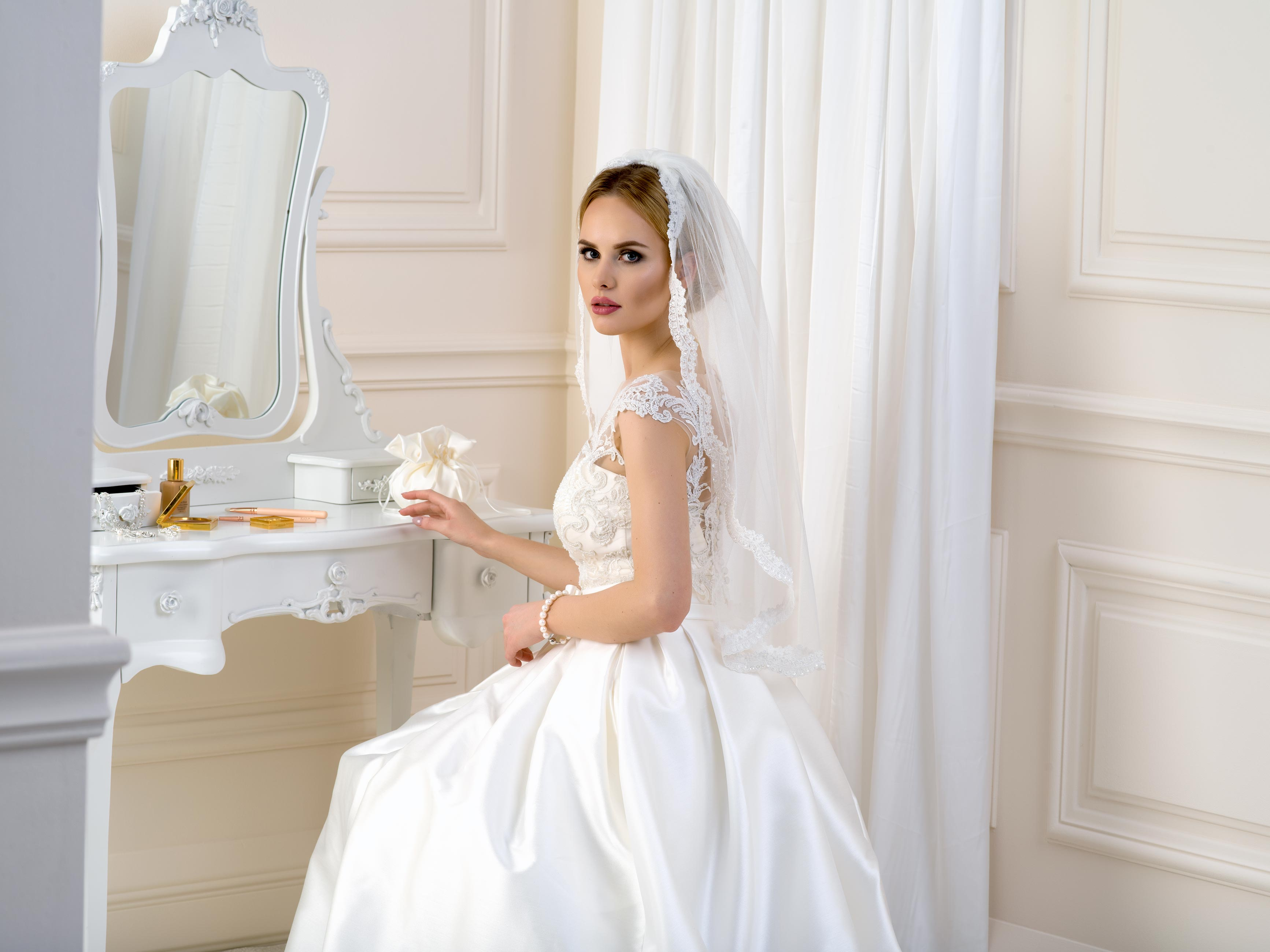 Lace Edge Wedding Veil LV45