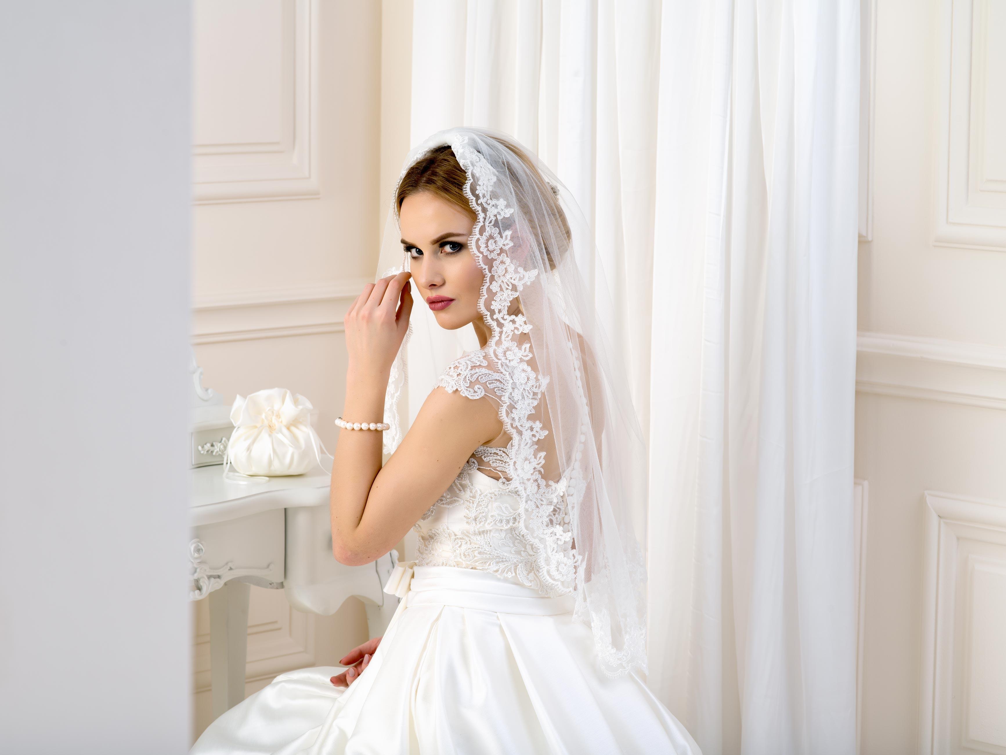 Lace Edge Wedding Veil LV25