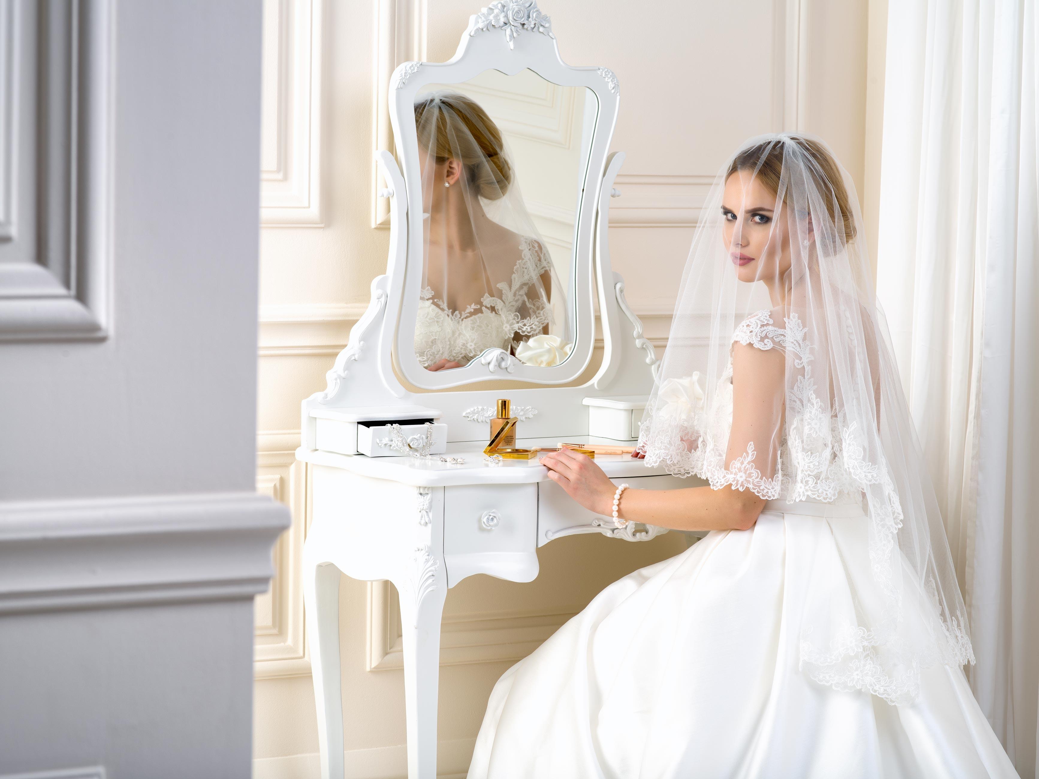 Lace Edge Wedding Veil LV81