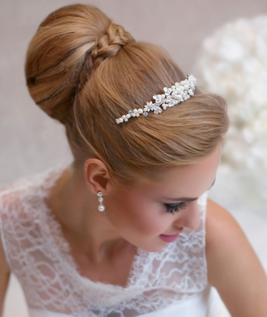 Pearl tiara with flower detail