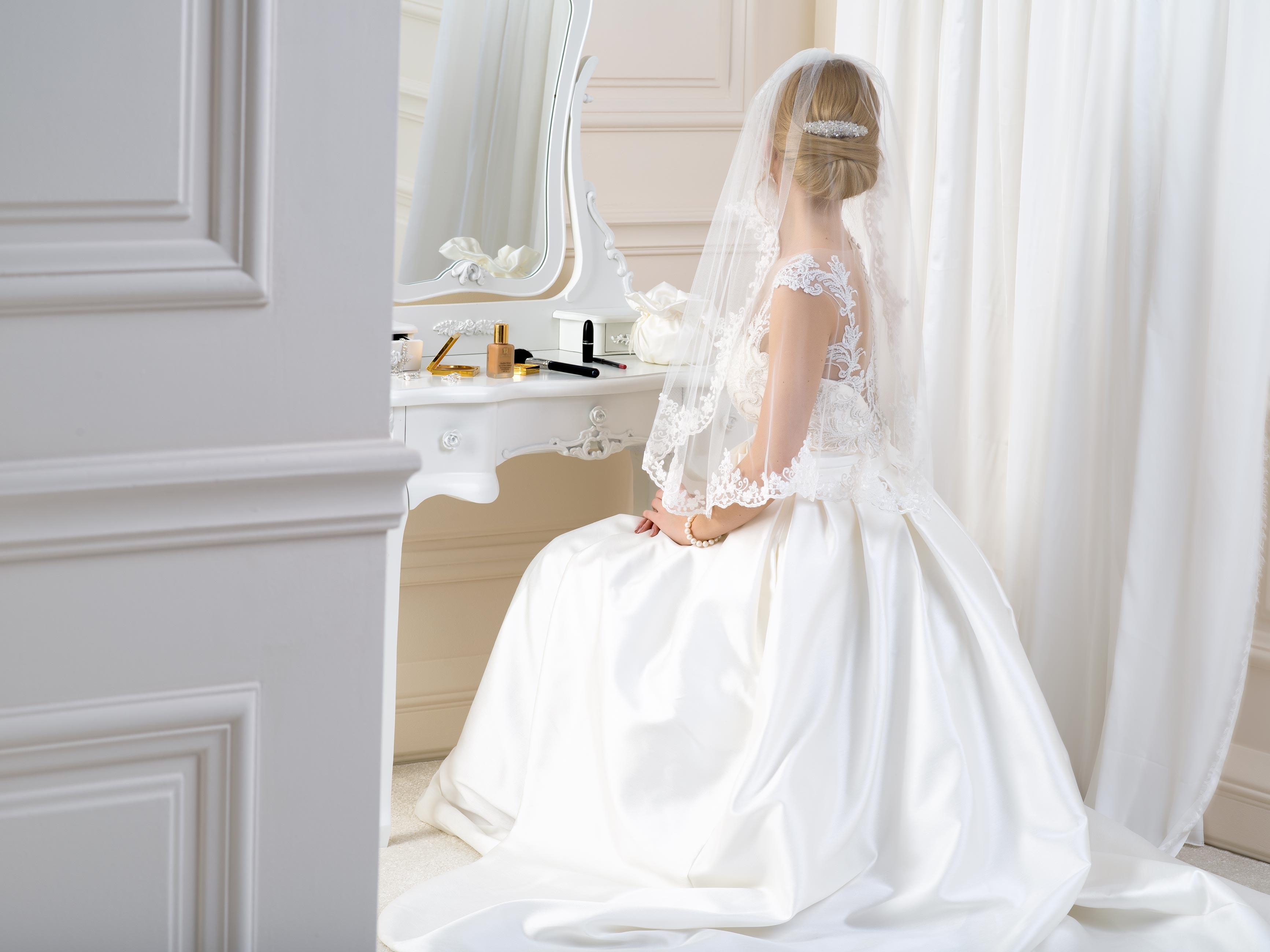 Lace Edge Wedding Veil LV19