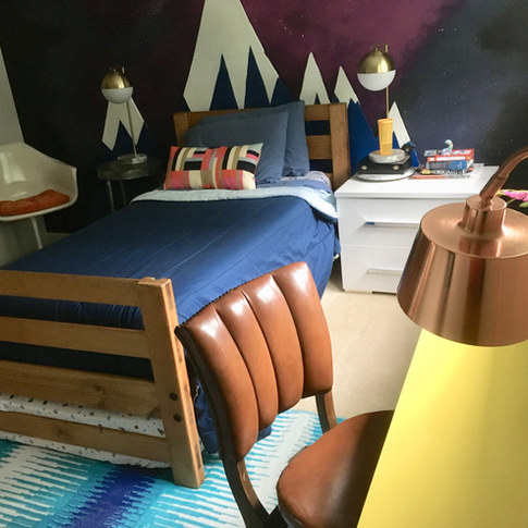 Colorful room design for a preteen