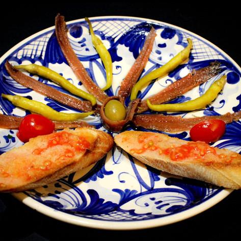 Anchoas del cantábrico y guindillas en vinagre