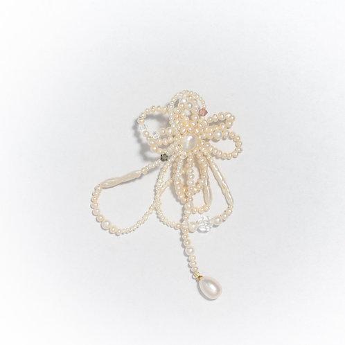 Majus pearl earring