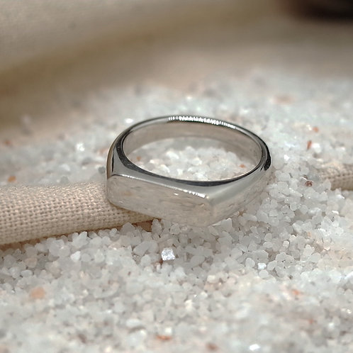 silver even signet ring