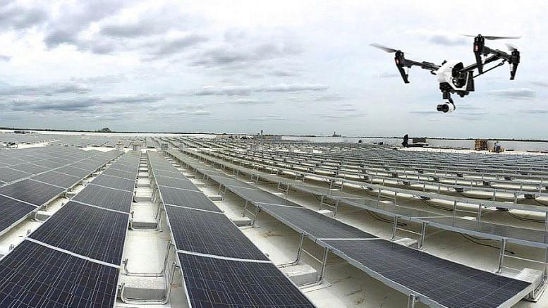 Drone em painéis solares