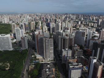 Para reduzir impactos da pandemia, empresa usa drones para registrar isolamento social na varanda