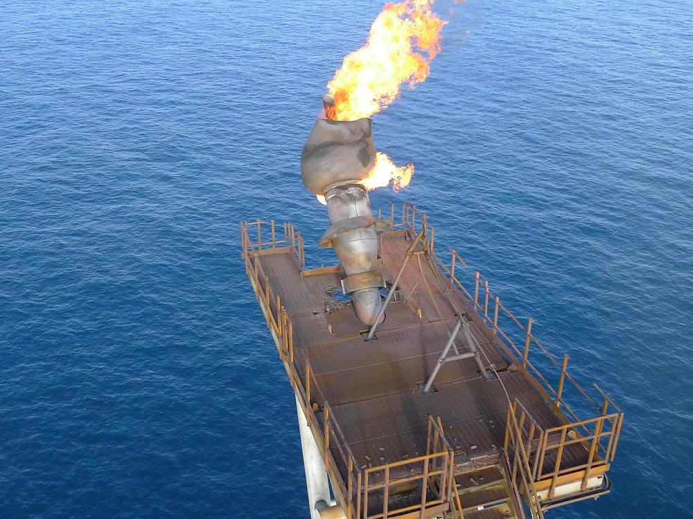 inspeção offshore da torre e dos queimadores