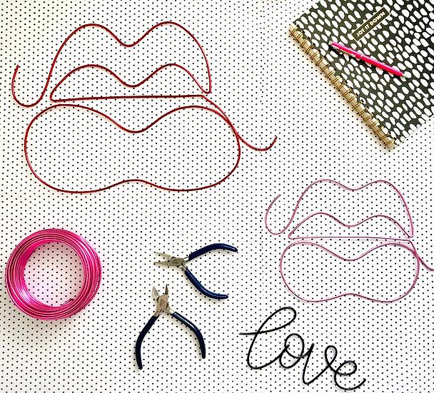 Lips statement wire art