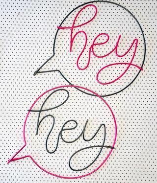 'hey' speech bubble